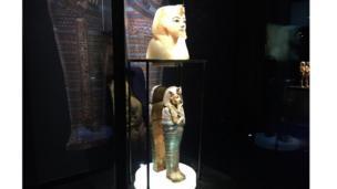 تمثال علوي صغير من الألبستر