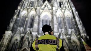 A police officer stands in front of the Cologne Cathedral in Cologne, Germany, 24 December 2016
