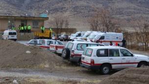 آمبولانسها در نزدیکی محل سقوط