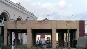 Снос павильона у метро