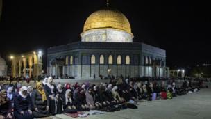 صلاة التراويح في ساحة المسجد الأقصى