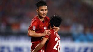 Quang Hải là cầu thủ ghi bàn mở tỷ số trận đấu sau đường chuyền như 'dọn cỗ' của Phan Văn Đức