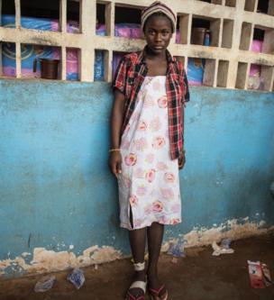 """Mbalu Bangura, 15 ans: """"Comment mes parents vont-ils payer ma scolarité ? Nous avons tout perdu"""", se demande la jeune écolière."""
