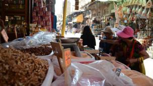 Des étalages de nourritures dans les rues. (Caire/Egypte)