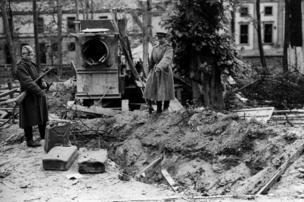 Soviet soldiers at alleged Hitler grave