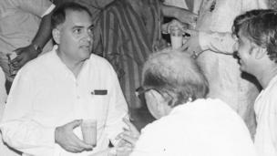 રાજીવ ગાંધી 40 વર્ષની ઉંમરે ભારતના વડા પ્રધાન બન્યા હતા. તેઓ ભારતના સૌથી નાની ઉંમરના વડા પ્રધાન બનવાનો કીર્તિમાન ધરાવે છે.