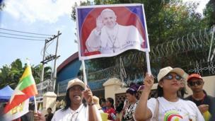 ပုပ်ရဟန်းမင်းကြီးကို ကြိုဆိုသူများ