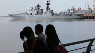 Tàu Đô đốc Tributs của Nga cập cảng Manila để giao lưu và tăng cường quan hệ hữu nghị với hải quân Philippines.
