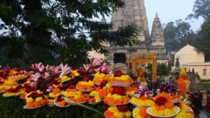Đền Mahabodhi được cho là nơi Đức Phật lên cõi Niết Bàn và thu hút nhiều Phật tử tới lễ viếng