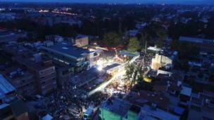 Continúan las tareas de rescate tras el terremoto en medio de la noche en Ciudad de México.
