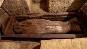 تابوت خشبي للإله حورس ابن إيزيس وأوزيريس