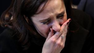 Algunos seguidores de Clinton no pudieron contener las lágrimas mientras se anunciaban los resultados por estado.