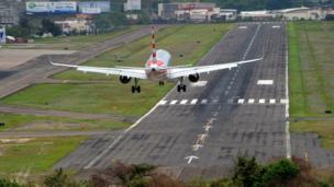 An airliner lands at the Toncontin international airport in Tegucigalpa