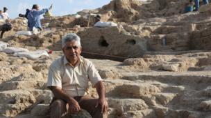 Dr Hasan Qasim, arqueólogo.