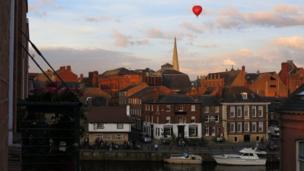 Globo sobre el cielo de York
