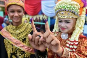 20 siyasi partinin katıldığı seçimler renkli görüntülere sahne oluyor.