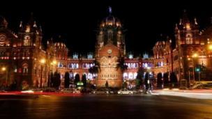 محطة قطار غاتراباتي شيواغي المركزية في مومباي