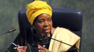 Nkosazana Dlamini-Zuma est la première femme à devenir présidente de la Commission de l'Union africaine. Elle l'a dirigé du 15 octobre 2012 au 30 janvier 2017. Elle a été ministre des Affaires étrangère de son pays, l'Afrique du Sud.