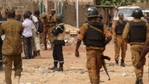 4 morts dont 1 gendarme et 3 assaillants lors d'une attaque à Ouagadougou (Burkina Faso), le 22 mai à l'aube. Deux assaillants étaient Burkinabès et deux autres maliens.
