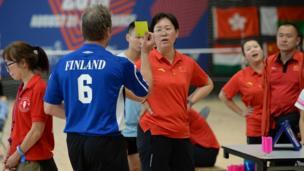 Trọng tài Phần Lan đã phải sử dụng thẻ vàng để cảnh cáo thái độ phi thể thao của phía Trung Quốc. Đây là thẻ vàng duy nhất trong giải.