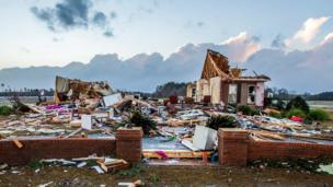 Fırtınada yıkılan ev