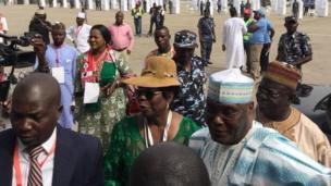 Tsohon Mataimakin Shugaban Najeriya, Atiku Abubakar, yayin da ya isa dandalin Eagle Square da ke Abuja, inda jam'iyyar take gudanar da babban taronta na kasa a ranar Asabar.