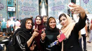Iranians pose fo selfie photos after casting their ballots in the Iranian presidential elections at a polling station in Tehran, Iran, 19 May 2017