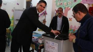 رجل الأعمال أبو هشيمة يدلي بصوته في الانتخابات