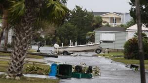 ریاست میں اب تک کی تاریخ کے شدید ترین سمندری طوفان ساحلی علاقے اور گھر بری طرح متاثر ہوئے ہیں۔ بہت سے گھر تباہ اور درخت جڑوں سے اکھڑ گئے ہیں۔