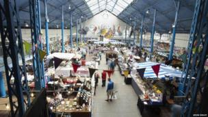 Neuadd y Farchnad // Market Hall