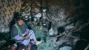 Женщина в старом доме