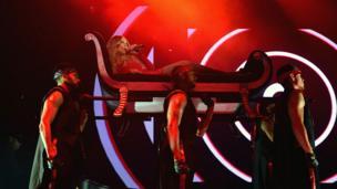 Mariah Carey with dancers