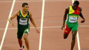 Van Niekerk aliyeweka rekodi ya dunia katika mbio za mita 400 akimpita mpinzani wake Kirani James katika utepe huko Rio De Janeiro