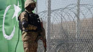 پاک افغان سرحد، باڑ
