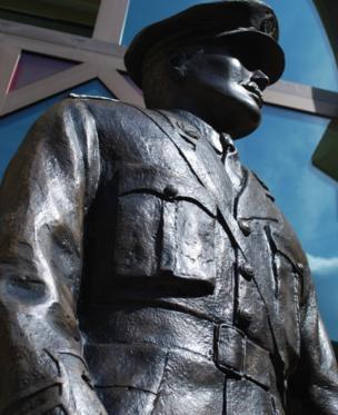 Statue of Edgar Mobbs