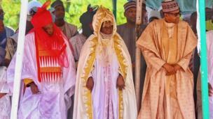 Shugaban Najeriya Muhammadu Buhari tare da Sarkin Daura Alhaji Umar Farouk gabanin sallar idi a Daura ranar Lahadi