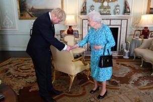 ملکہ برطانیہ اور بورس جانسن