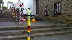 Yarn bomb on bollards