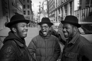"""فريق """"ران دي إم سي"""" في نيويورك عام 1985"""