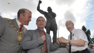 Lord Mayor Arder Carson, boxer Carl Frampton and Rinty Monaghan's brother Tommy.
