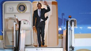 Barack Obama arriving in the UK