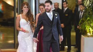 Football : la star Lionel Messi a épousé son amour de jeunesse Antonella Roccuzzo.