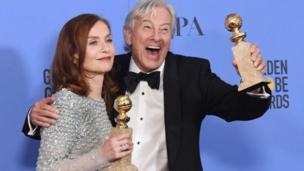 Isabelle Huppert đoạt giải nữ diễn viên xuất sắc nhất với vai chính trong phim Elle do Paul Verhoeven đạo diễn.