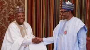 Shugaban Najeriya Muhammadu Buhari yayin da yake ganawa da Gwamnan jihar Borno Kashim Shettima a fadarsa da ke Abuja ranar Talata