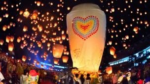 台灣新北市平溪區舉行一年一度的天燈節