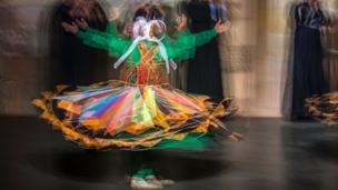 اس قسم کا رقص عموما صوفیانہ تقریبات میں پیش کیا جاتا ہے۔