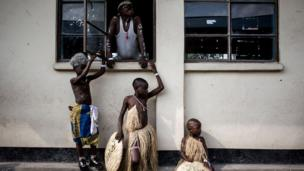 One traditional Congolese dance group dey waits to perform for stage during di peace Festival wey dem do for Goma.