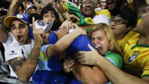 Rafaela Silva abrazada al público brasileño tras su victoria