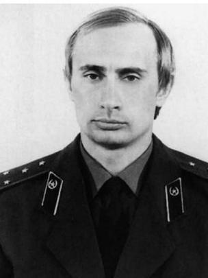 Vladimir Putin com uniforme da KGB