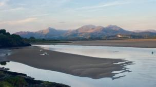 Anita Mills captures the glow of the Glaslyn estuary in Snowdonia